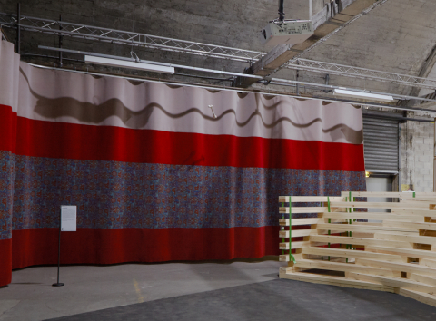 discussion and projection platform - Wooden tier: Olivier Vadrot, Faire c'est dire. - photo: HBAAT
