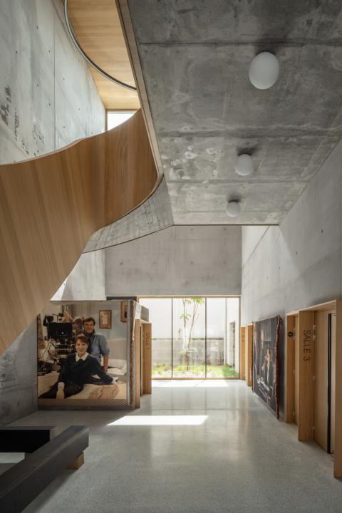 """set photograph: Jean-Claude Moireau, """"Une Nouvelle Amie"""", de François Ozon avec Anaïs Demoustier, 2014 - photo: Cyrille Weiner"""